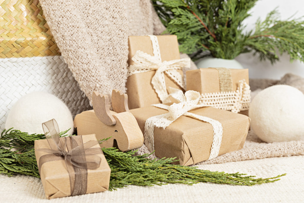 Use of Eco-Friendly Christmas Wrapping Paper and its Environmental Impact (2)